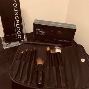 8 Piece Professional Brush Set w/travel case